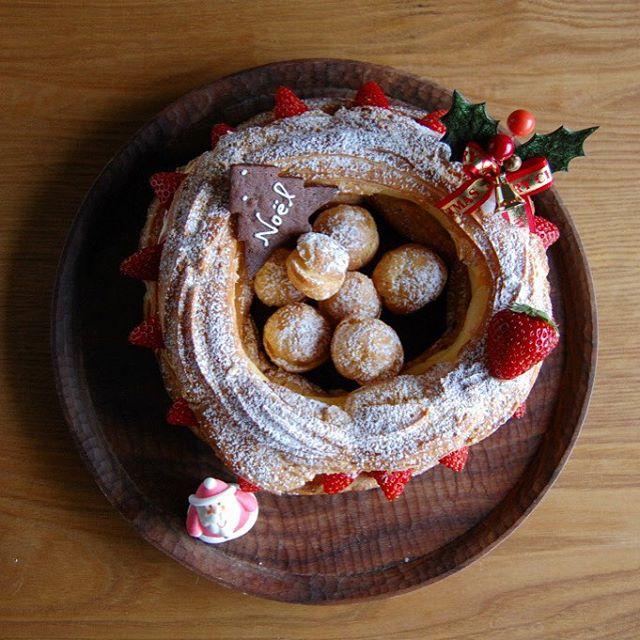 クリスマスパリブレスト。シュー生地にカスタードクリーム。リングの中にもちびシューが。