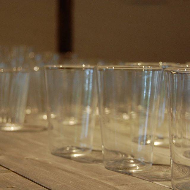 富田惠子展「いちばん奥の明るい場所」もおかげさまで先週末無事に終了いたしました。会期中はたくさんのお客様が来店くださりました。本当にありがとうございます。 次回フィスカルス展(4/20~)までの3週間は常設展示となります。川端健夫の木のモノとqualia-glassworksさんのガラス作品などの春らしい展示をどうぞお楽しみください。ご来店お待ちしています。