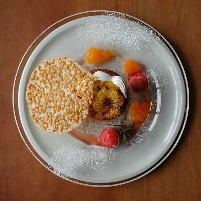 2016年4月のNATURE LUNCHの一品。 アーモンドケーキと柑橘のデザートプレートには「いちご+キルシュ」のコンフィチュールを合わせました。愛媛県おおい農園さんのせとかのジュレもとても爽やかです。