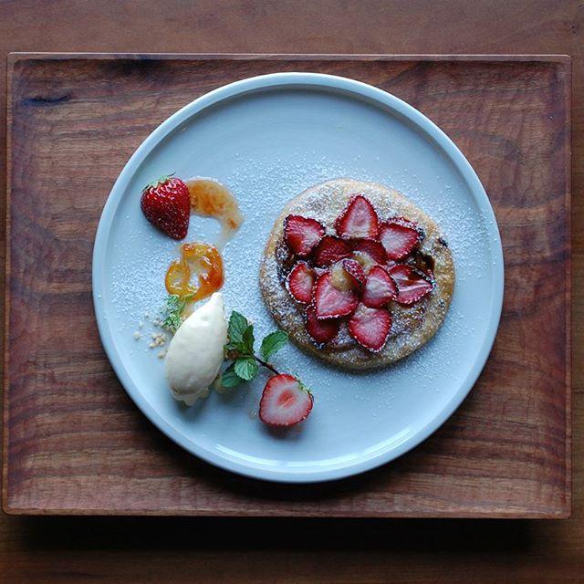 2016年6月のNATURE LUNCHの一品。温かい苺のパイとはちみつのアイスクリーム×「トマト+姫レモン」のコンフィチュールを合わせました。 本日11日当日分も少しご用意させていただきます。ご来店・ご予約お待ちしています。