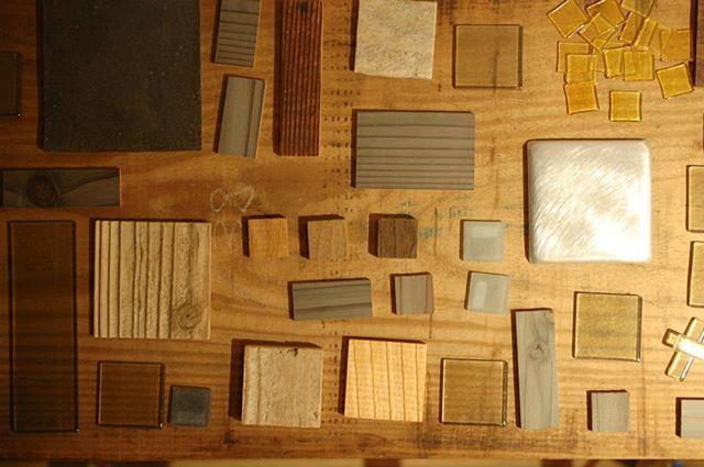 東京青山のスパイラルマーケットさんで好評開催中の「家×クラフト展」も明日(7/28)最終日となりました。 今展のテーマのひとつであるタイル。ガラスの井上剛さんと波多野裕子さん、金属(アルミ)の稲垣大さん、木工の中矢嘉貴さん、陶器の清岡幸道さんと様々な素材の作家さんがそれぞれ制作くださりました。 「家×クラフト展」は2013年にマンマミーアからはじまり、今展で5回目となります。クラフトの作り手と使い手が家づくりをきっかけとして暮らしについて考えられるプラットフォームを作りたい。いつか家を一軒立てることを夢見て、これからも活動を続けていきます。