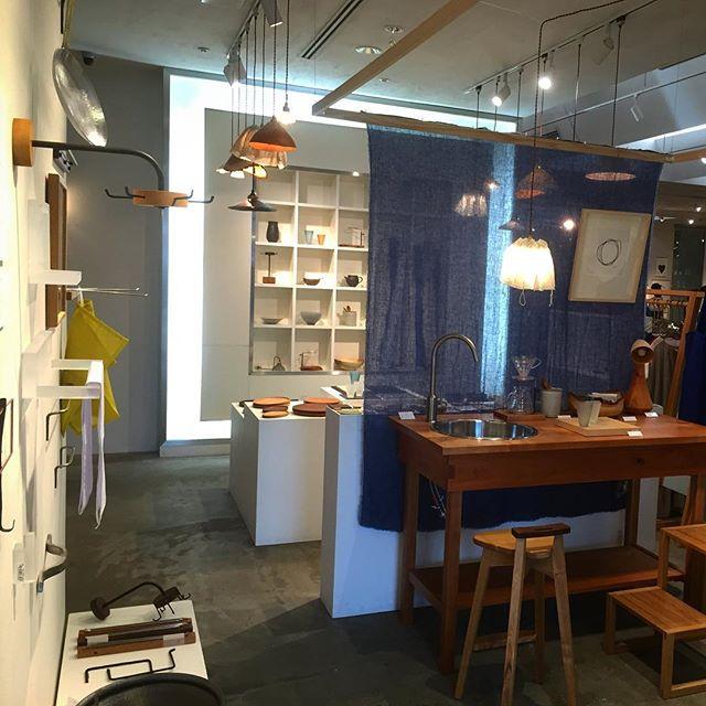 今日から青山のスパイラルマーケットでの「家×クラフト展」が始まります。 昨晩、井上剛さん、波多野裕子さんと一緒に相談しながら展示した空間はマンマミーアとはまた違った、イイ感じのしつらえになりました。 今日は私とガラスの波多野裕子さんが在廊していますので、ぜひ足をお運びください。 「家×クラフト展 vol.5」 スパイラルマーケット(東京・青山) 2016.7.15 fri. - 28 thu. 波多野裕子(ガラス)、清岡幸道(陶器)、中矢嘉貴(木工)、枯白(木と鉄)、ハタノワタル(和紙)、kino workshop(木工)、稲垣大(金属)、井上剛(ガラス)、伊藤尚美nani IRO(布・絵)、永野製作所(木工)、川端健夫(木工) スパイラルマーケット 〒107-0062東京都港区南青山5-6-23・2F (表参道駅が最寄り駅です) The exhibition'Ie×Craft (Interior×Craft)' has started today, it will continue to 7/28. I and Hiroko Hatano are going to be spiral today. spiral market 5-6-23 Minami-Aoyama, Minato-ku, Tokyo TEL:03-3498-1171