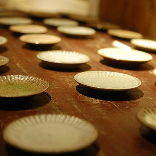 「Making in the Rhythm」展 廣川さんが豆皿と花器を追加で納品してくださりました。 本日は終日在廊くださっていますので、お時間を見つけて、ぜひご来店ください。お待ちしています。