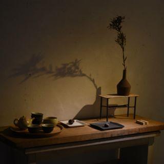本日よりギャラリーマンマミーアにて十河隆史さんの展示会、「la stranda -道-」(3/8-3/26)が 始まりました。 深夜、一人で展示しましたが、十河さんの器から流れてくる世界観に共感しつつ、その流れを繋げていくような感覚で作品を置きました。ご覧頂けたら嬉しいです。 現在、ギャラリーマンマミーアでは常勤のギャラリースタッフを募集しています。詳しくはマンマミーアのHPをご覧ください。