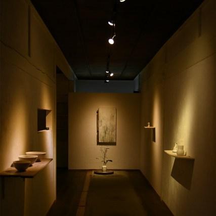 照井壮展「夏の雨」 奥のギャラリーは少しゆったりと展示しています。 丁寧に作られた作品をゆっくりとご覧くださいませ。ご来店お待ちしています。