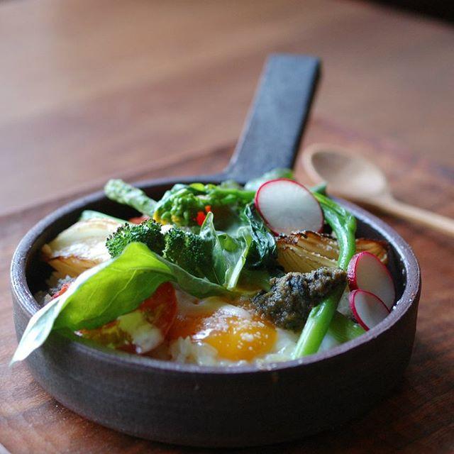 patisserieMiAのコンフィチュールランチ。 今月は清岡幸道さんの耐火フライパンを使用させていただきます。 今週は満席となっておりますが、来週(13・14・15日)はまだ少し余裕がございます。 夏野菜と地元野川のお米を使ったお料理をぜひ!お楽しみくださいませ。 ご予約お待ちしています。
