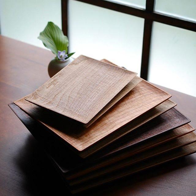 本日9/14より、京都の風土さんで「つくり続けること」展が開催されます。 川端健夫の四角のプレートやカトラリー、patisserie MiAの季節のコンフィチュールや焼菓子など、大切に作り続けてきたものを中心とした展示会です。 本日は川端も終日在廊しておりますので、お近くにお出かけの際はぜひお立ち寄りくださいませ。 【会場】京都市北区紫野西御所田町34-2 手仕事雑貨屋 風土 TEL:075-468-8335 【会期】2017.9.14-9.24 11:00~19:00 定休日:水曜日