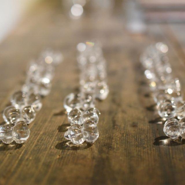 qualia-glassworks展『納涼の一品』 ころんとした形も可愛い箸置きは、ひとつひとつ形が違うところも楽しいですね。お気に入りの形をぜひ!店頭で手に取ってご覧くださいませ。 【CONFITURE LUNCH 本日中止のお知らせ】 本日より8月のランチをスタートする予定でしたが、台風が迫ってきておりますので、本日は中止とさせていただきます。ご予約くださっておりましたお客様、お日にちの変更をありがとうございます。 お店は通常通り営業させていただきます。ご来店の際はは、どうかお気をつけてお越しくださいませ。